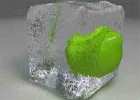 Уход за лицом кусочками льда