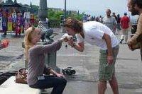 Почему целуют руку женщине